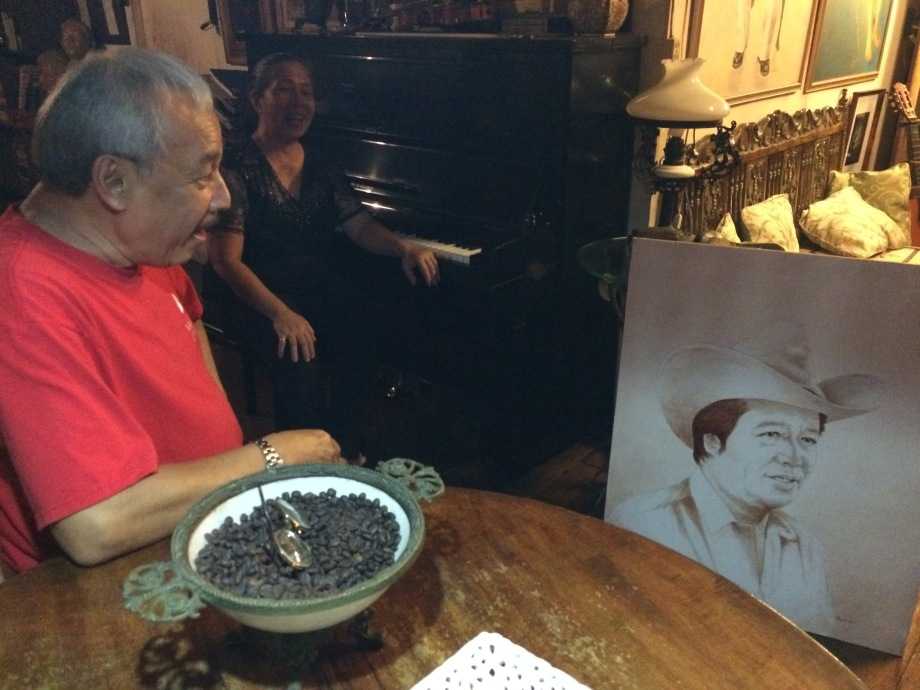 The artist-sculptor dad, Didi Romano, with wife Laclac. Here he's showing off a portrait he made of the former Zamboanga del Norte gov. Isagani Amatong.